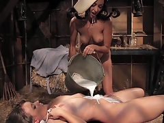 Lesbo suggestive cleft eating in barn
